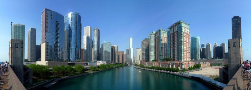 The Chicago River is the south border (right) of the Near North Side and Streeterville and the north border (left) of Chicago Loop, Lakeshore East and Illinois Center from Lake Shore Drive's Link Bridge with Trump International Hotel and Tower at