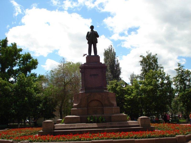 Памятник В И Ленину пл Революции ещё сохранился