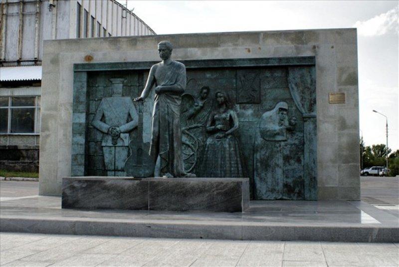памятник В Высоцкому