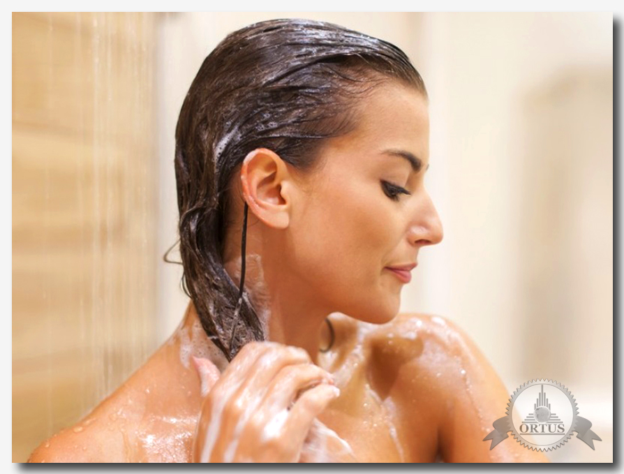 Как правильно мыть волосы – советы от консультанта информационного торгового портала Ортус Глобал: https://ortus-global.com/blog/kak-pravilno-myt-volosy